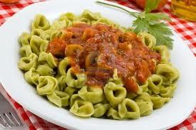 Tortellini con tomate