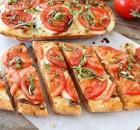 Tostas de mozzarella y tomate